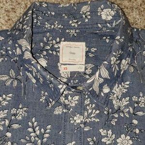 GAP Tops - Gap floral button down shirt